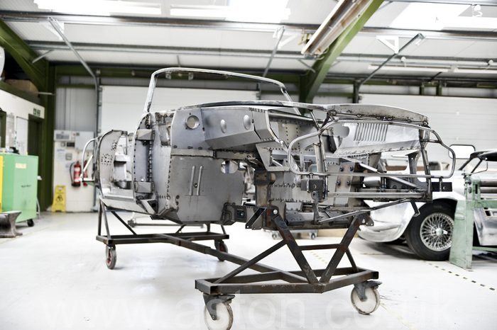 1964 aston martin convertible restoration deatail 001